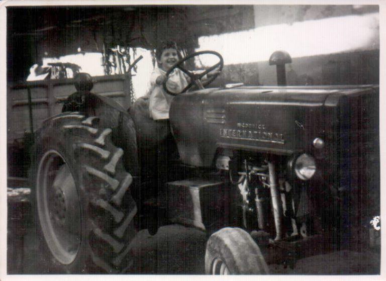 Niña en tractor(Biniatria) 1968