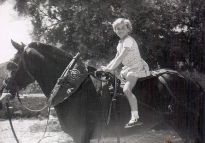 NIÑA EN CABALLO - 1968