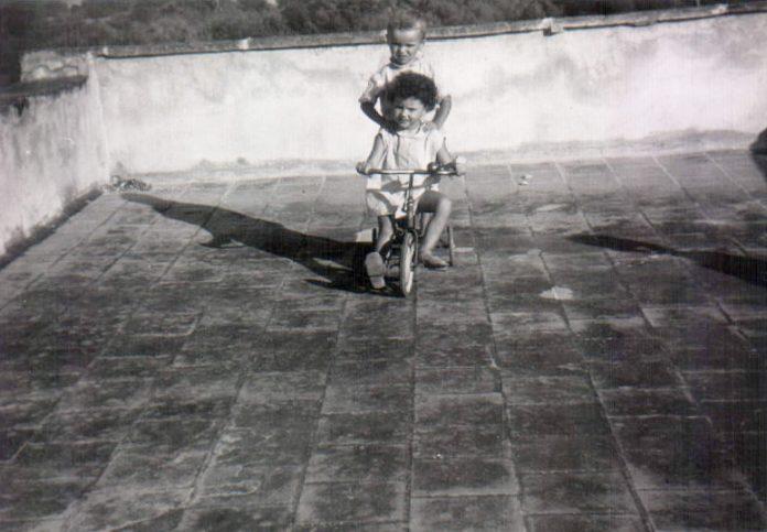 NIÑAS EN TRICICLO - 1968