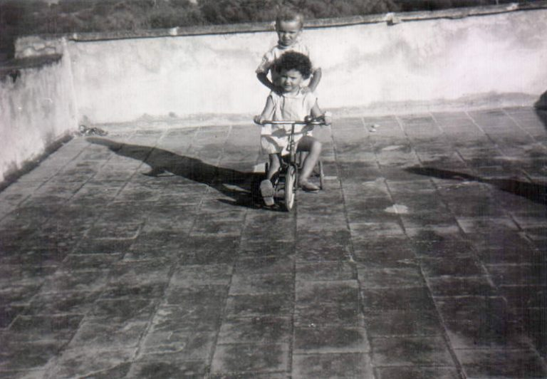 Niñas en triciclo (Biniatria) 1968