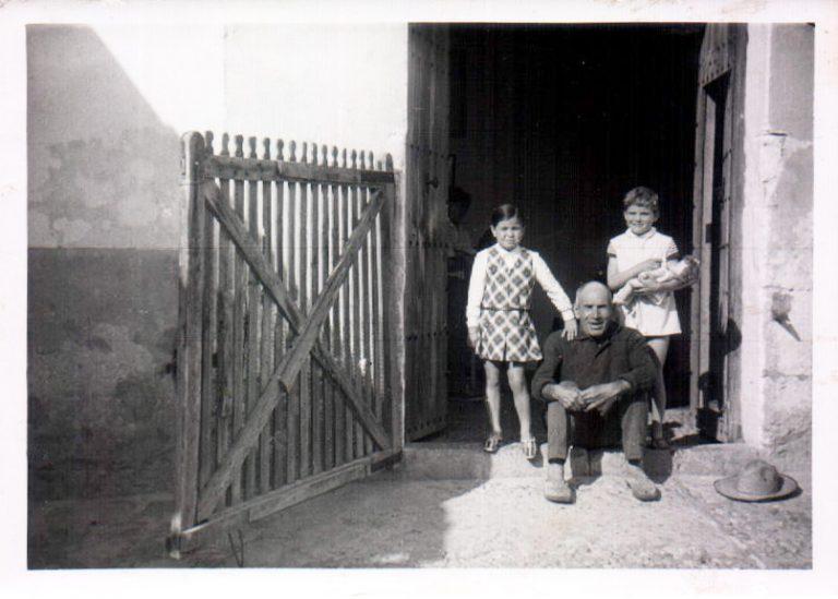 Abuelo y niñas (Biniatria) 1969