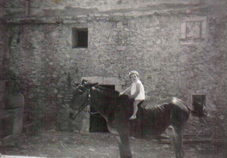 Niña en mulo (Biniatria) 1967