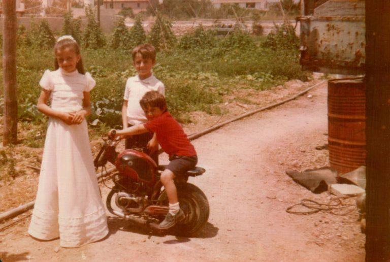 Foto comunión con hermanos – 1978