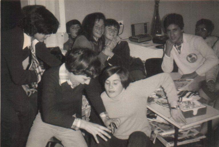 Grup d´amics a una casa (Sant Jordi) 1977